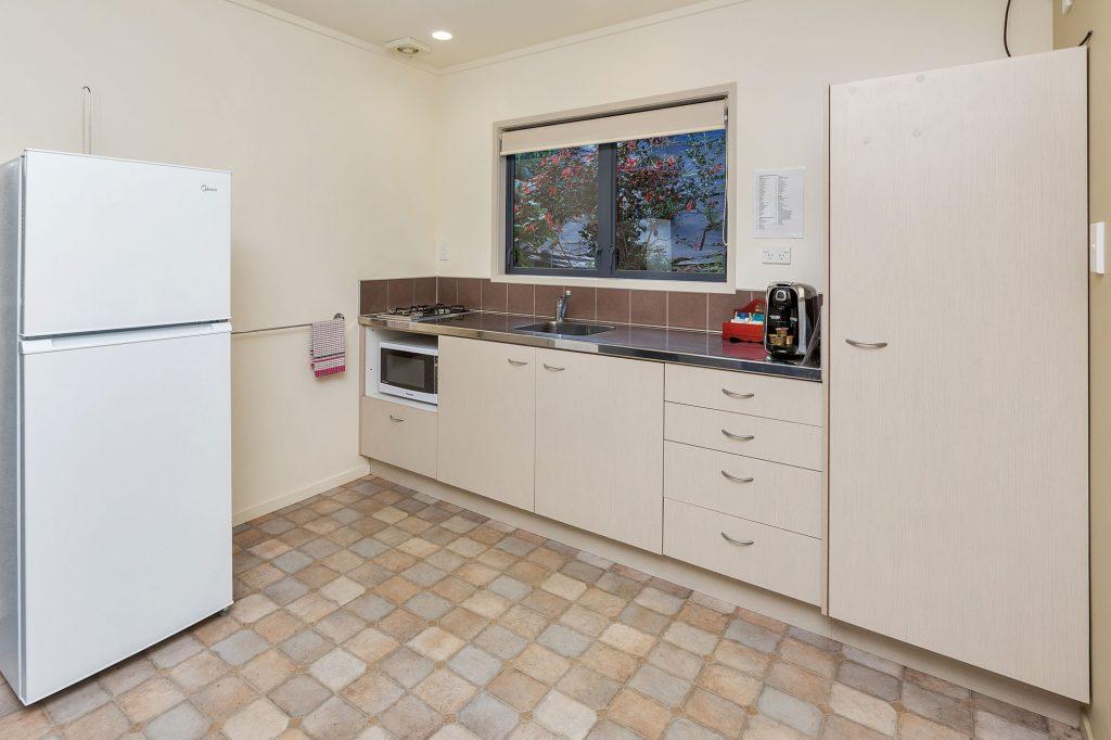 2B-Deluxe-Kitchen24-32